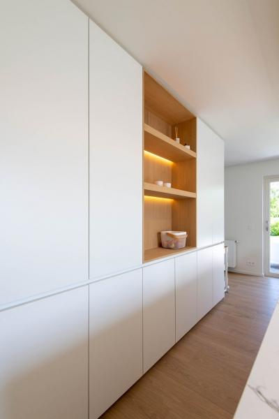renovatie-woning-gelijkvloer-verdiep-maatwerk-keuken-kast-bureau-mortier-interieur-renovatie-13