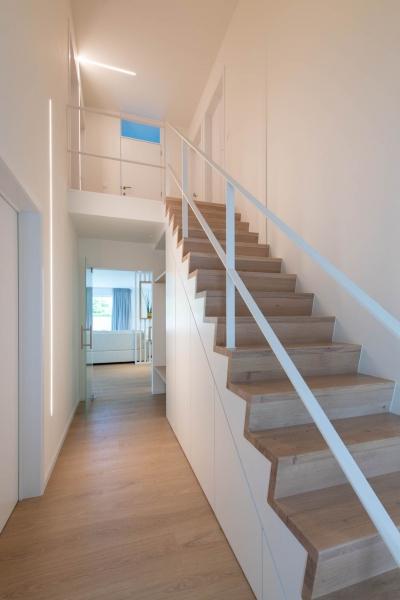 renovatie-woning-gelijkvloer-verdiep-maatwerk-keuken-kast-bureau-mortier-interieur-renovatie-25