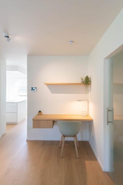 renovatie-woning-gelijkvloer-verdiep-maatwerk-keuken-kast-bureau-mortier-interieur-renovatie-3