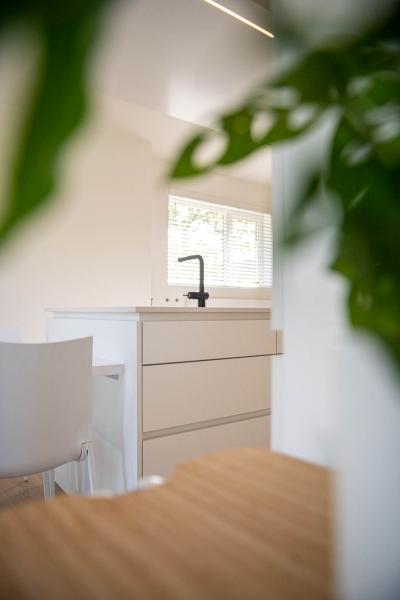 renovatie-woning-gelijkvloer-verdiep-maatwerk-keuken-kast-bureau-mortier-interieur-renovatie-78