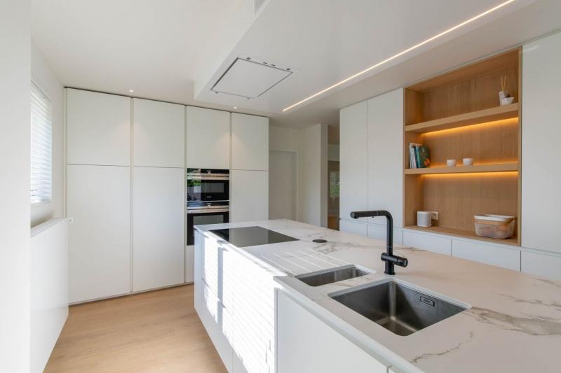 renovatie-woning-gelijkvloer-verdiep-maatwerk-keuken-kast-bureau-mortier-interieur-renovatie-11