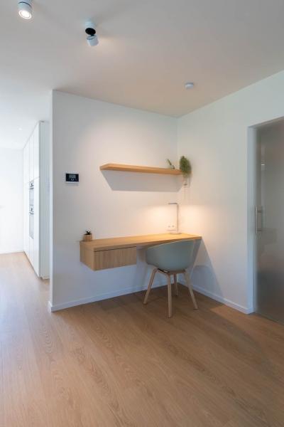 renovatie-woning-gelijkvloer-verdiep-maatwerk-keuken-kast-bureau-mortier-interieur-renovatie-96