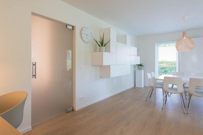 renovatie-woning-gelijkvloer-verdiep-maatwerk-keuken-kast-bureau-mortier-interieur-renovatie-98