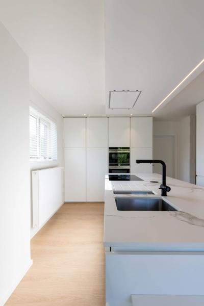renovatie-woning-gelijkvloer-verdiep-maatwerk-keuken-kast-bureau-mortier-interieur-renovatie-10