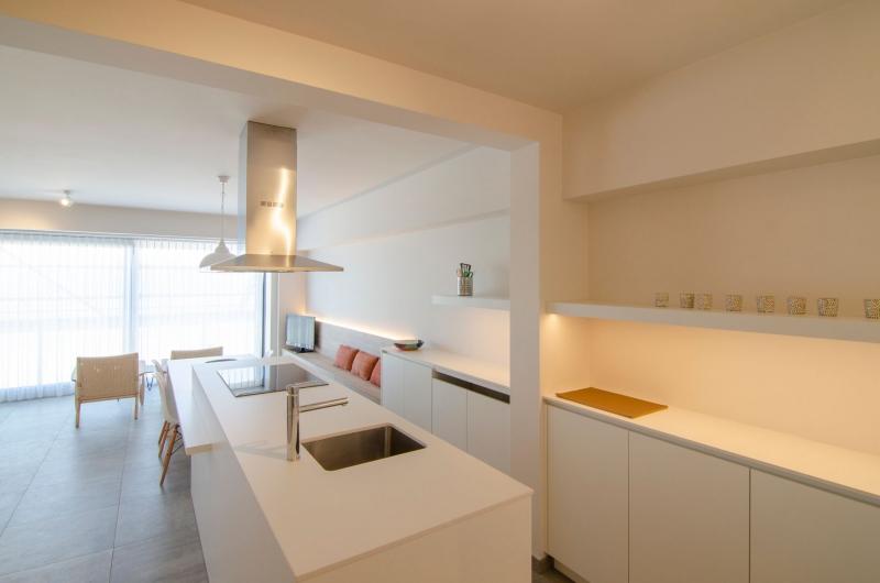 totaalrenovatie-en-meubelmaatwerk-appartement-zeedijk-koksijde-9