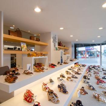 Meubelmaatwerk schoenwinkel Koksijde